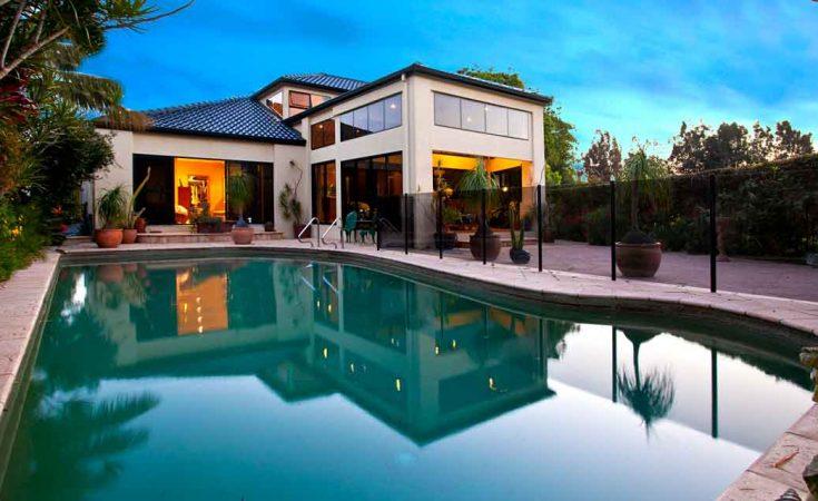 Grote villa met buitenzwembad