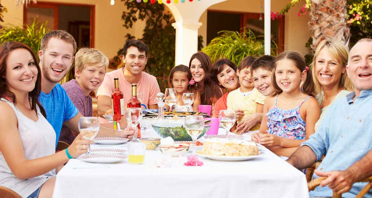 grote familie samen buiten