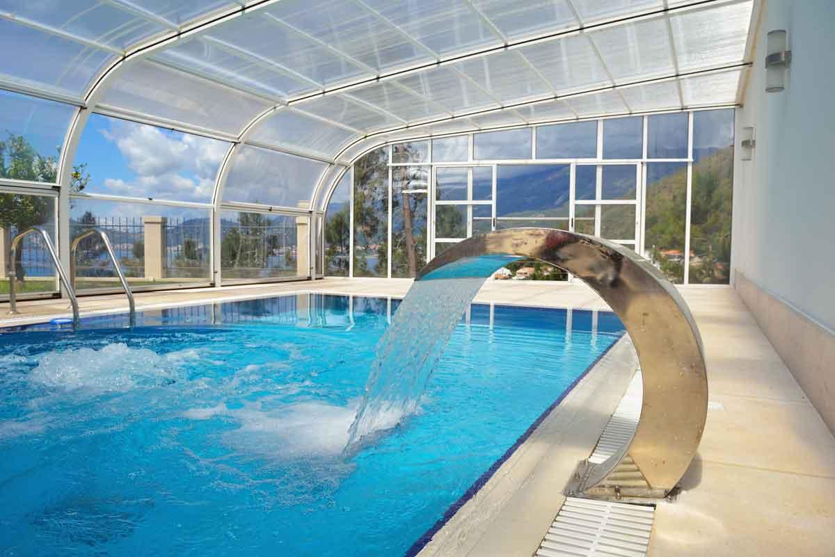 groot vakantiehuis met overdekt zwembad