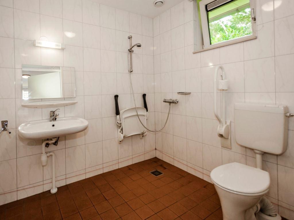 landal hellendoornse berg 24ct 24 personen haarle overijssel aangepaste badkamer