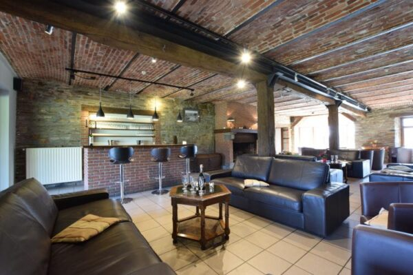 la blanche vignerie belgie ardennen 41 personen woonkamer met bar