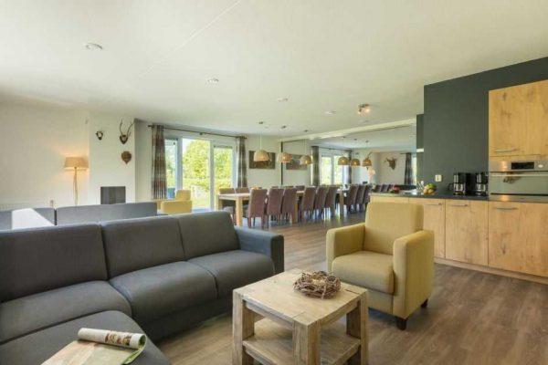 villapark de weerribben grote keizerlibel 24 nederland overijssel 24 personen woonkamer
